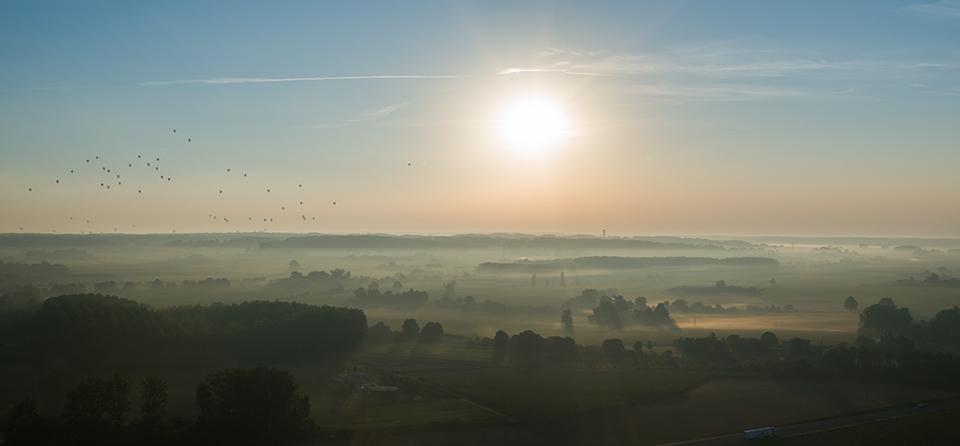 Lever de soleil sur la vallée de l'Aubance, à Brissac (Maine & Loire)